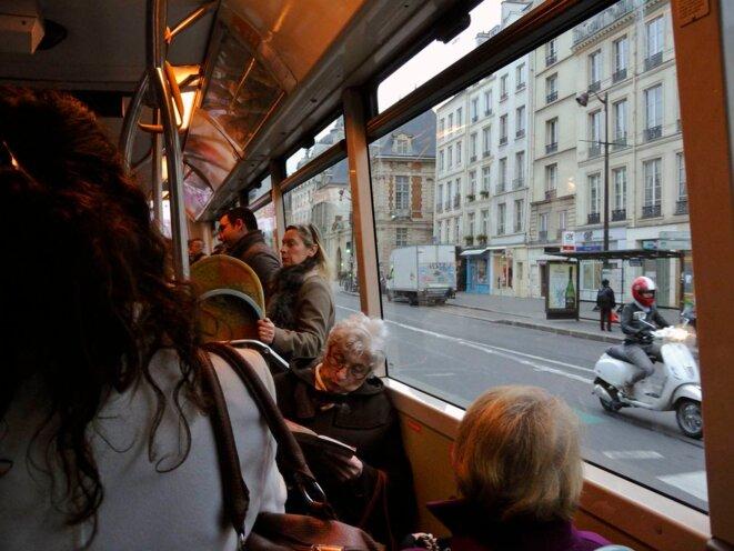 Bus rue St Antoine © Gilles Walusinski