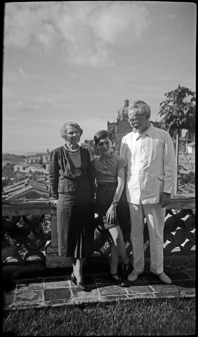 Natalia, Sieva et Trotski à Mexico en 1939 © photo inédite, collection Gilles Walusinski