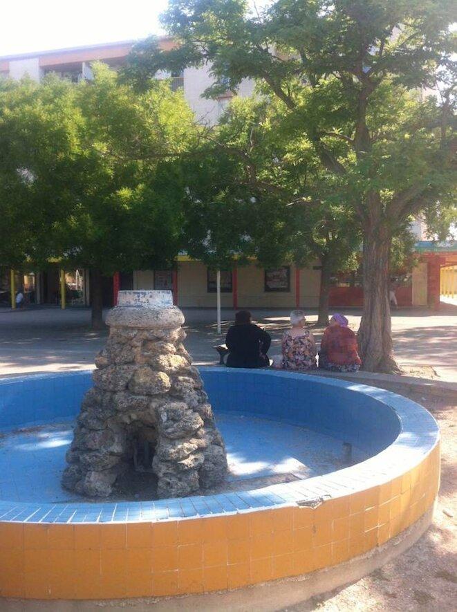 Arles Fontaine bassin Quartier Grifeuille 2013-06 © m.bartoli