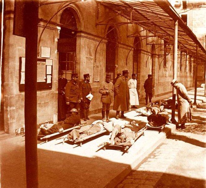 Soldats africains blessés : Gare de Fère-en-Tardenois
