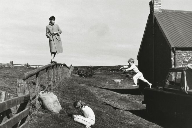 Paul, Stella and James, Scotland, 1982 ©Paul Mc Cartney