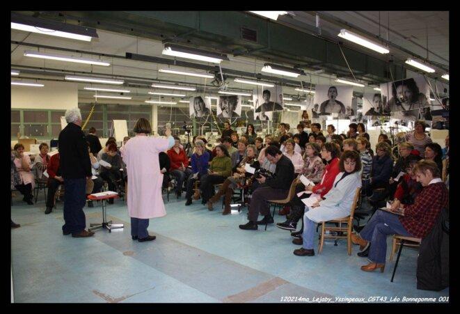 Photo de l'assemblée générale des ouvrières de Lejaby dans l'usine d'Yssingeaux le 14 février 2012 © UD43