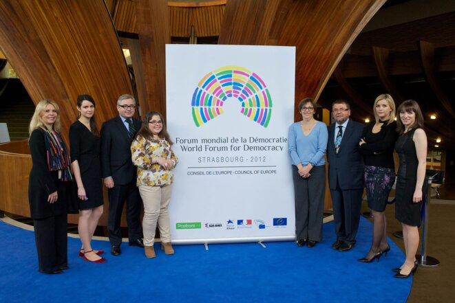 Les personnes omniprésentes lors de la première édition du Forum mondial de la Démocratie de Strasbourg
