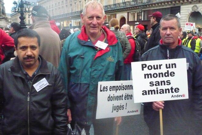 Ali Merah, Claude Baglin et Christian Desdouts, anciens ouvriers de l'usine de Condé-sur-Noireau © ©M.Gall