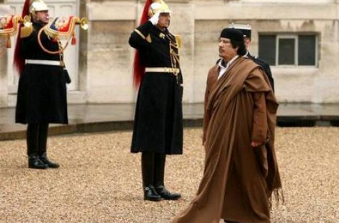 Accoyer reçoit le colonel Kadhafi en décembre 2007 à l'Hôtel de Lassay