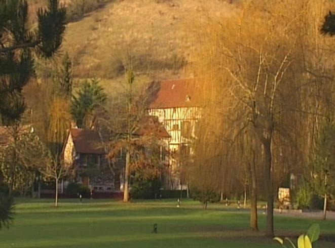 La résidence de Giverny filmée par les journalistes de Complément d'enquête
