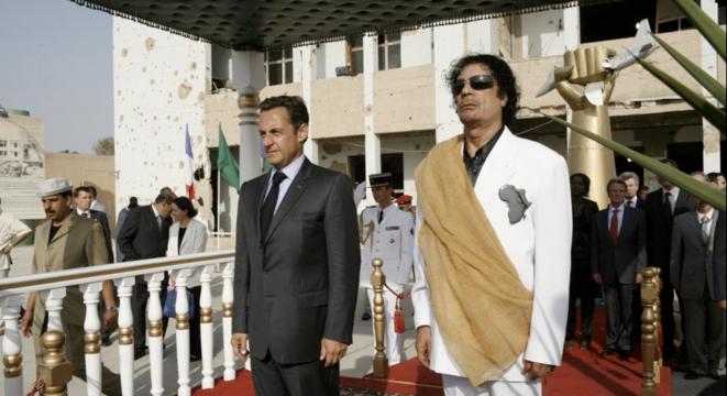 Nicolas Sarkozy lors de son voyage en Libye, en juillet 2007, sur le site de Bab Azizia