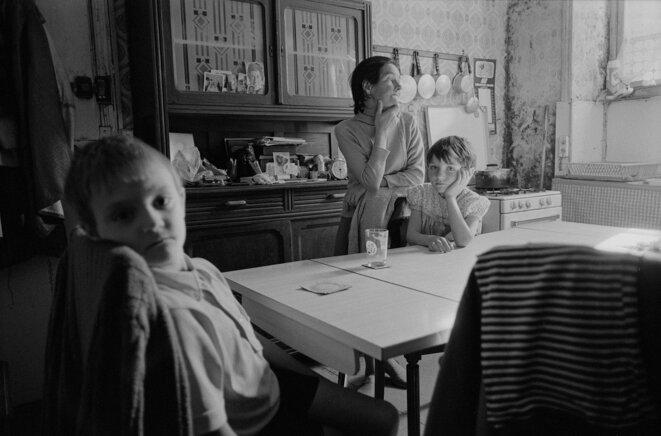 Famille de dockers au chômage, Brest, 1982 © Gilles Walusinski