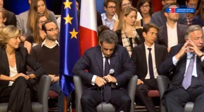 Nicolas Sarkozy, entouré de Valérie Pécresse et Gérard Larcher, à Vélizy-Villacoublay, le 6 octobre.