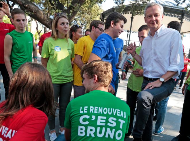Bruno Le Maire et les jeune BLM à Nice, le 6 septembre. © Reuters
