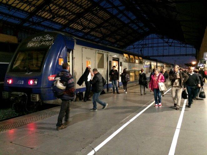 Arrivée d'un TER en gare de Marseille-Saint-Charles. © ES