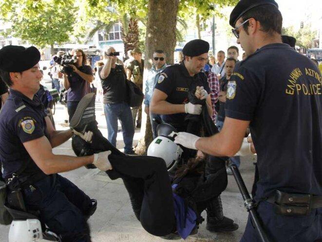 Arrestation Syntagma © Babylon Media