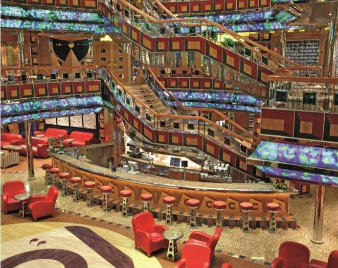 Le bar du Costa Fortuna: la simplicité, après les débats. © DR