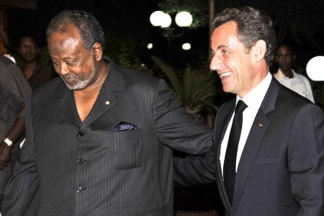 Le président Ismaïl Omar Guelleh recevant Nicolas Sarkozy à Djibouti, en janvier 2010. © DR