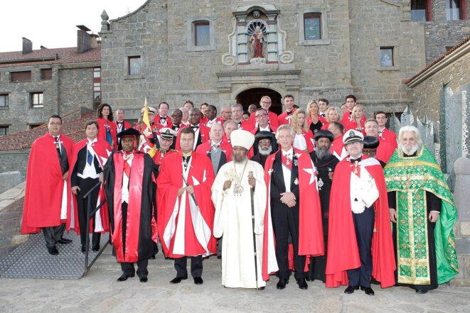 Eric Duval, au centre, lors d'une cérémonie en Espagne en 2012, en présence de l'Etat major de son groupe © DR