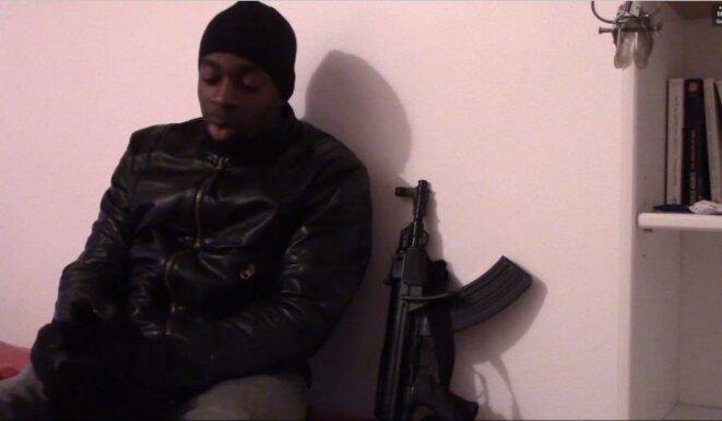 Amedy Coulibaly revendiquant ses attaques sur une video posthume. © DR