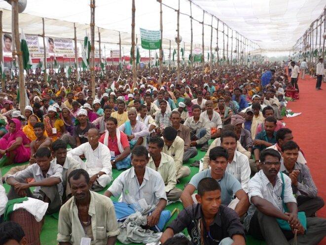 """Meeting d'Ekta PArishad à Gwalior en octobre 2012, au départ de la grande marche """"Jan Satyagraha"""" © Benjamin Joyeux"""