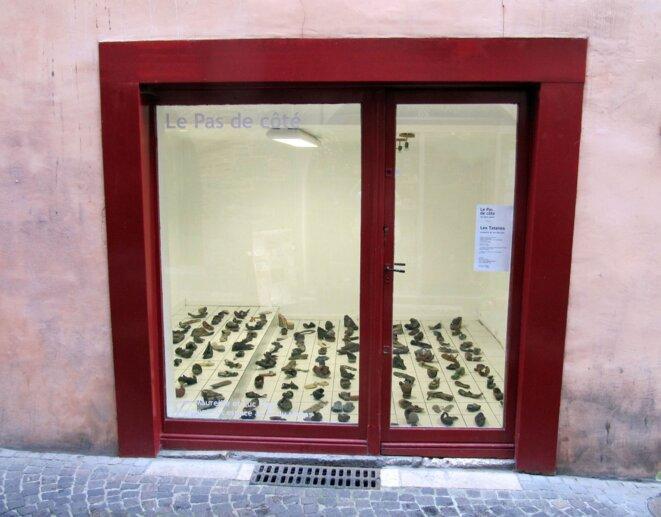 la vitrine-galerie Le Pas de côté