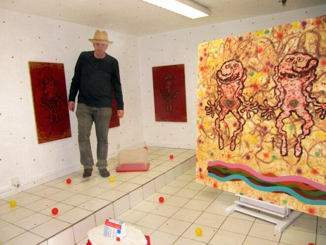Luc Rigal dans la galerie