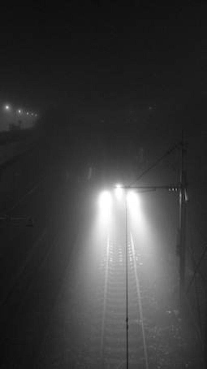 les phares de Castor trouent la nuit