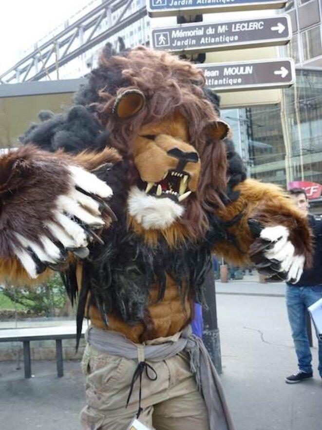 un lion dans la manif'