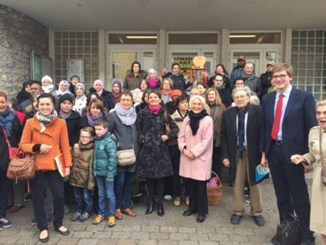 Rassemblement devant l'école St-Exupéry (Juvisy) le 1er avril 2015