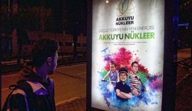 Publicités pour la centrale nucléaire russe d'Akkuyu, au sud de la Turquie
