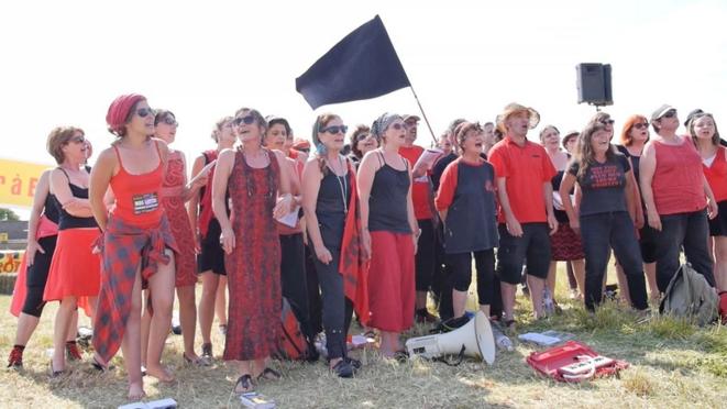 100000 pas à Bure, 7 juin 2015 - la chorale des sans-nom (Nancy)