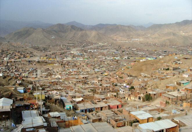 Manchay, banlieue de Lima construite par des migrants ayant fui la zone andine pour causes politiques (Sentier Lumineux)  © Juan Chong