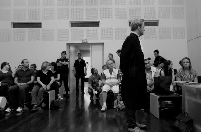 Laura Pfeiffer (au premier rang à droite) lors de l'audience du 5 juin qui a vu le procès renvoyé au 16 octobre. © Rachida El Azzouzi