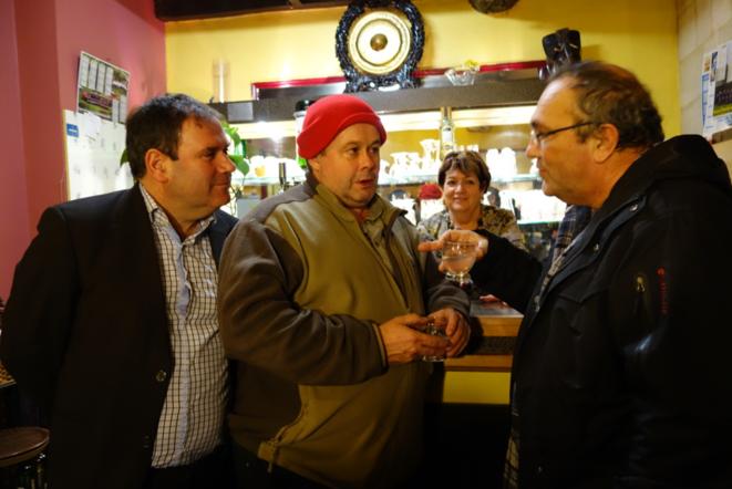 Pour  Joël, un paysan anti-bonnets rouges (à gauche), Troadec est «un populiste qui mange à tous les rateliers» © Rachida El Azzouzi