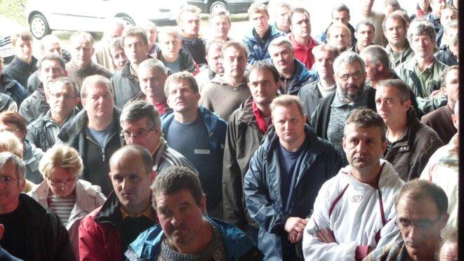 Les ouvriers de Chomarat en assemblée générale, vendredi 4 novembre 2011