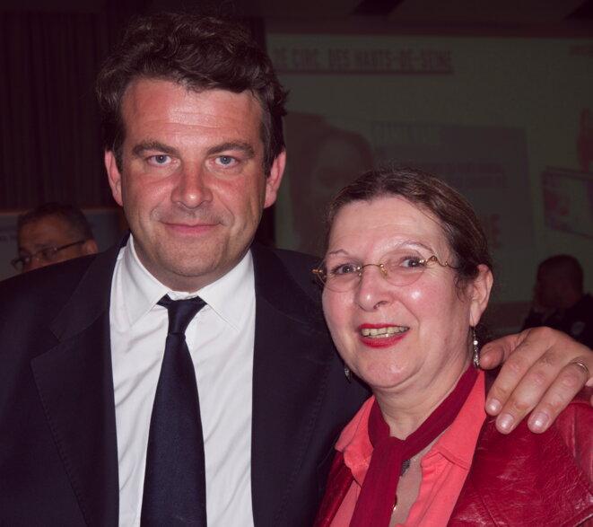 Thierry Solère pose avec une militante