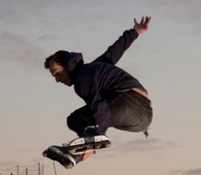Portrait en plein saut de roller de Camille-Antoine Donzel © Camille-Antoine Donzel
