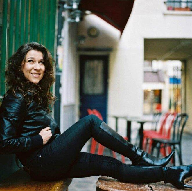 Biographie d'une chanteuse française qui rayonne à l'international.