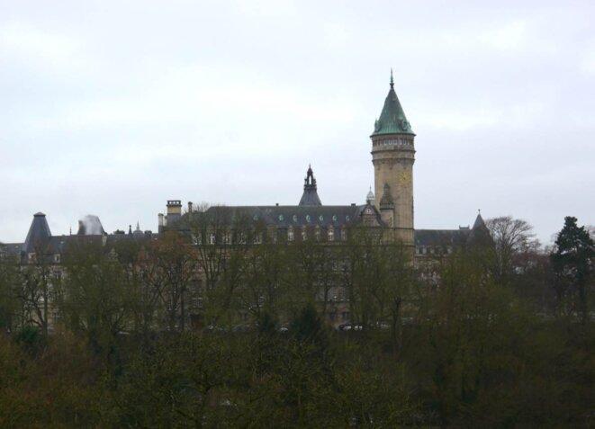 Cette tour, l'un des emblèmes du Luxembourg, n'est pas celle du château grand-ducal, mais celle de la Caisse d'épargne...
