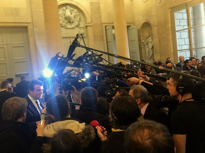 Foule des grands jours en marge des débats dans la salle des quatre colonnes © Yannick Sanchez