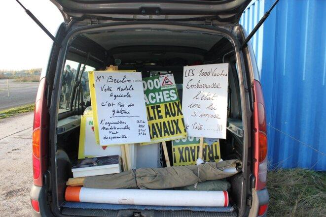 A chaque manifestation, les militants de Novissen brandissent ces panneaux
