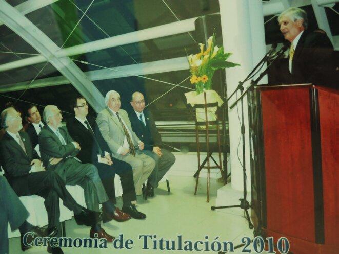 L'ex-recteur Hector Zúñiga (à la tribune) est assigné à résidence depuis février pour corruption et fraude informatique © Laurie Fachaux