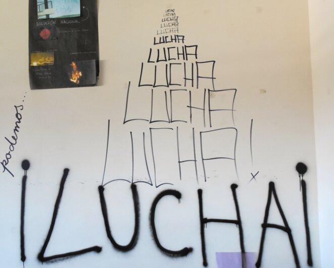 « Nous pouvons… / Lutte ! » dans une salle de cours. © Laurie Fachaux