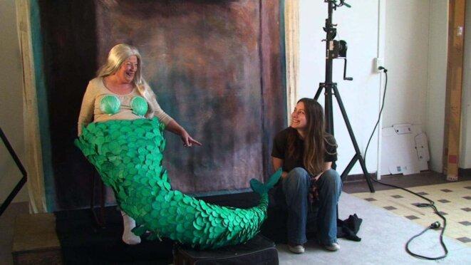 Queue de sirène réalisée par Raphaëlle Timarche, peinture de Phoebe Dingwall