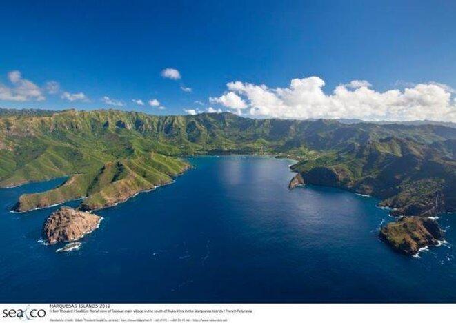 La baie de Taiohae. Île de NUKU HIVA. (Îles Marquises)