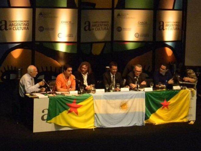 """Table dont l'axe thématique était """"l'Intégration Latino-Américaine"""" © Secretaria de Cultura de la Presidencia de la Nacion. (Buenos-Aires)."""