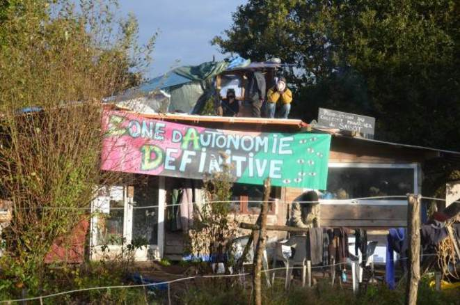 La cabane collective du Sabot avant destruction. © Auto-Média de la ZAD