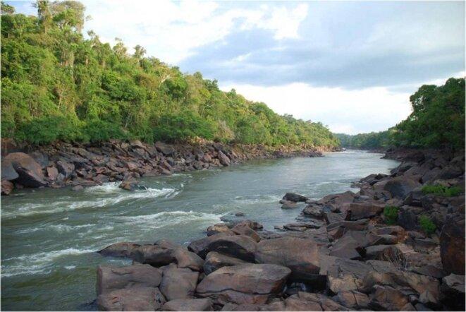 Cachoeira Sete Quedas, cascade des Sept Chutes, menacée par le projet d'usine de Teles Pires © Telma Monteiro