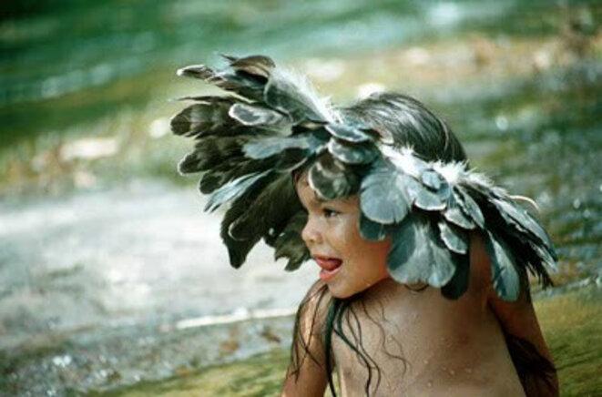enfant Uru-Eu-Wau-Wau dont la tribu est menacée de disparition par le barrage de GDF Suez