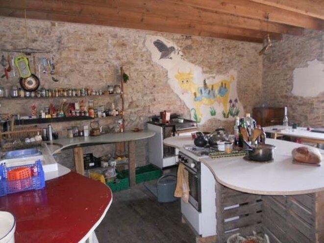 La cuisine de la Gaité avant saccage... © Auto-média de la ZAD
