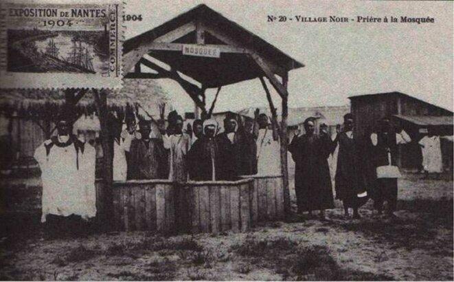 Exposition de Nantes. Village noir. Prière à la mosquée, carte postale de 1904.