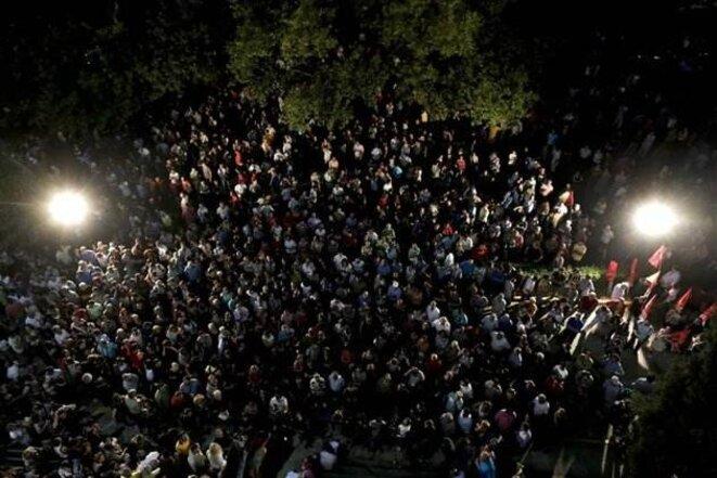 Devant le siège de la radiotélévision publique grecque ERT, à Athènes.