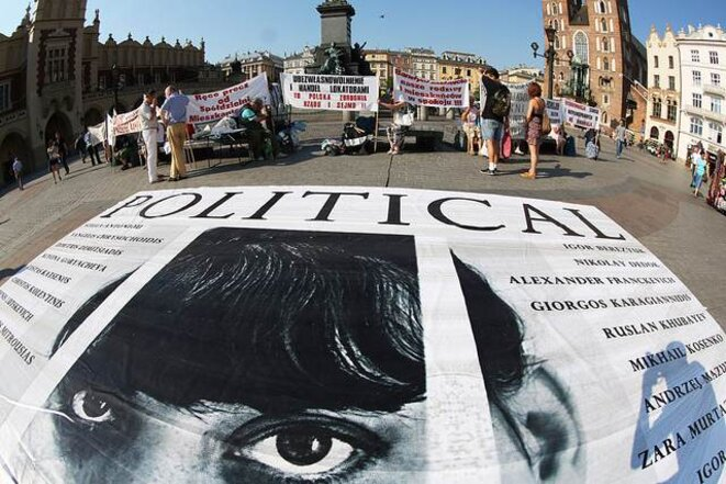 Cracovie, Pologne, juin 2012. Le groupe Voina organise une manifestation de soutien aux prisonniers politiques russes.